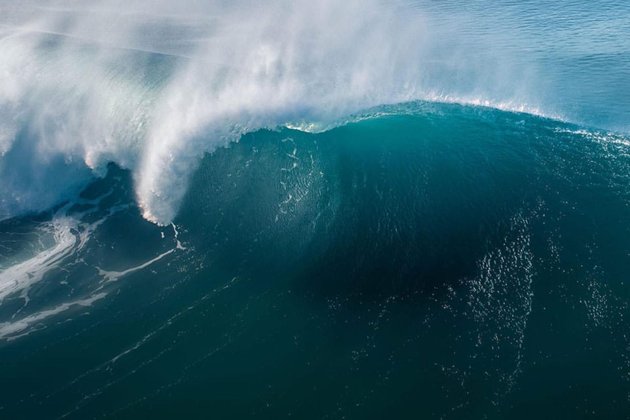 Photo of large ocean wave crest