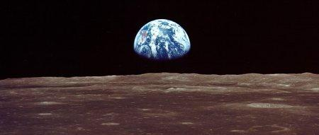 earthrise_strip.jpg