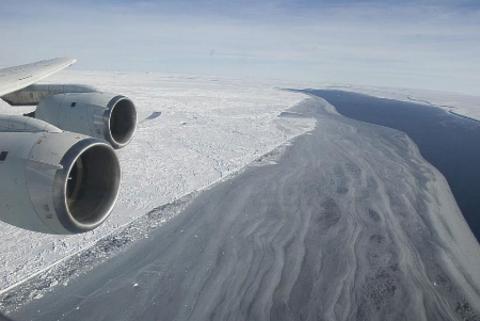 Photo of Larsen Ice Shelf and Ice Bridge
