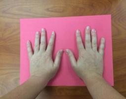 Make Handprint Art Using Ultraviolet Light