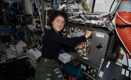 Photo of astronaut Jessica Koch working on the Cold Atom Lab