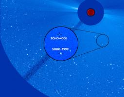 Annotated image of the Sun's outer atmosphere shows the 3,999th and 4,000th comets discovered by ESA & NASA's SOHO