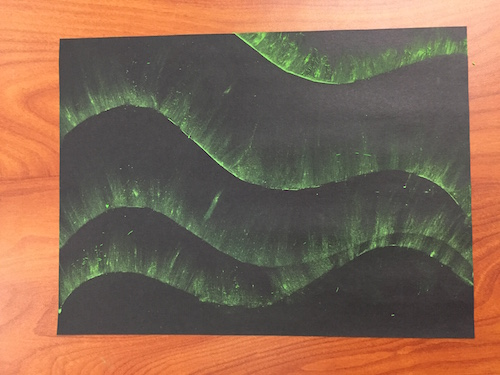 Make a colorful aurora with oil pastels
